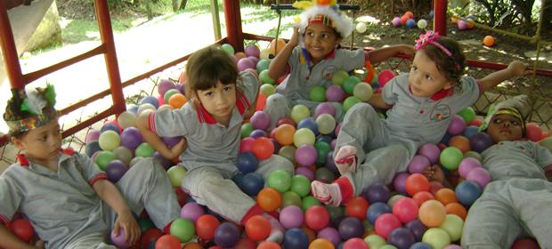 Encuentre todo acerca de jardin infantil pompitas de color for Cascanueces jardin infantil medellin