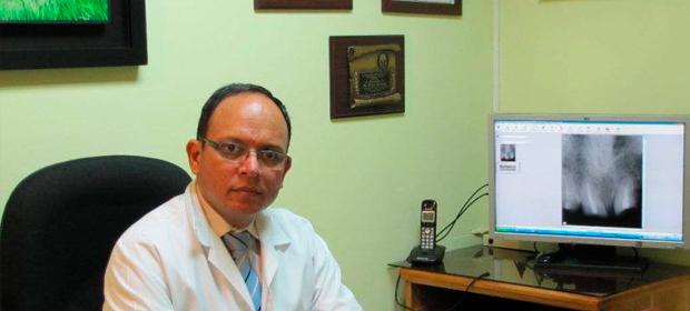 Dr Marco Antonio Alvayero, Dr Luis Enrique Sánchez