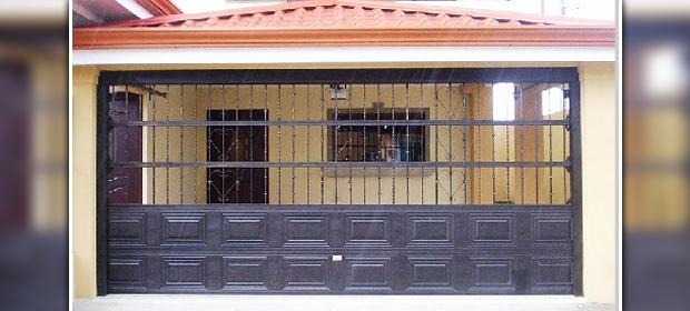 Portones Castillo